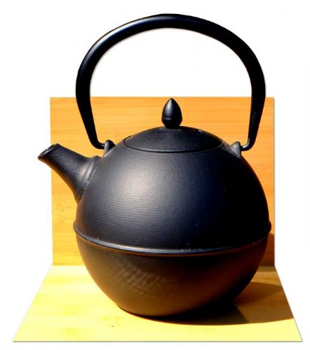 Cannon ball - Japanese style Tetsubin cast iron round shaped black tea pot kettle 0.7 Litre